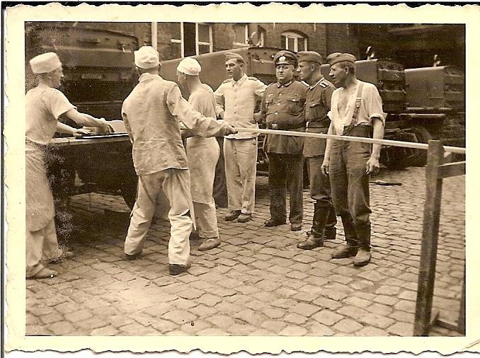 Friedrich-Christoph-Heinrich-Rüter-1940-mit-Backkompanie